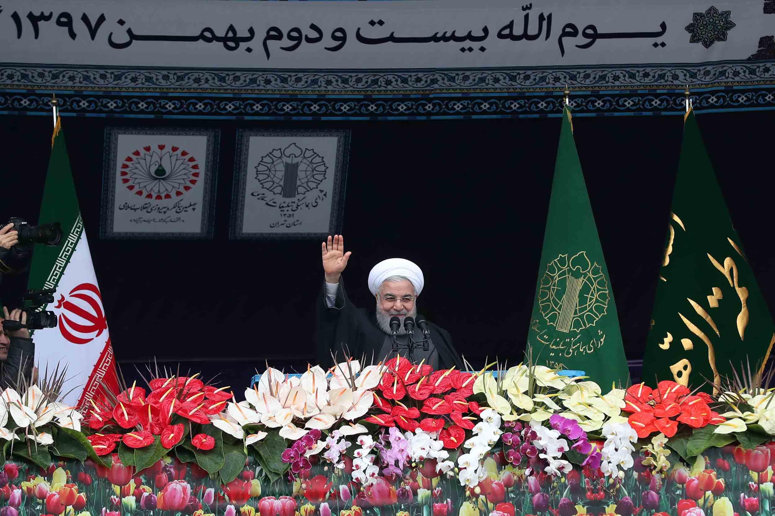 ملت ایران بر سر استقلال و عزت خود معامله نخواهد کرد