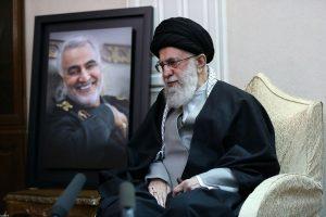 حضور رهبر معظم انقلاب در منزل سردار شهید قاسم سلیمانی